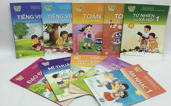 圖為小學一年級教科書。(圖源:互聯網)