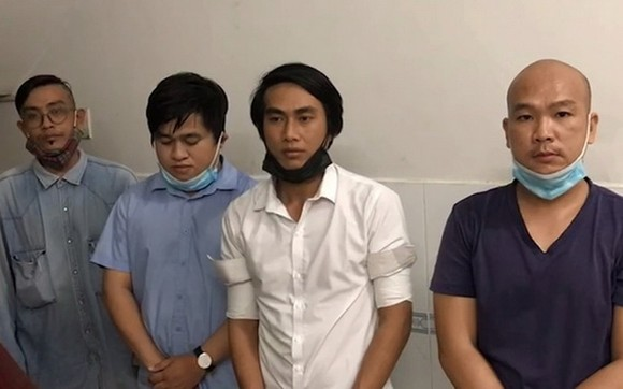 偽造通行證與接種證的四名犯罪團夥成員。(圖源:法律報)