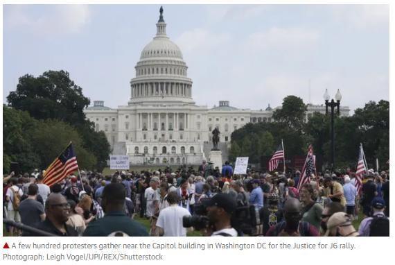 """參加""""為J6伸張正義""""集會的人群。 (圖源:Shutterstock)"""