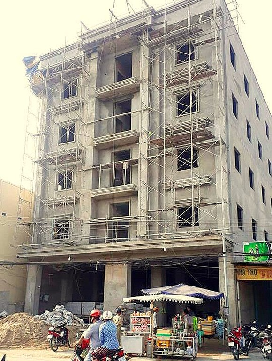Sập giàn giáo tại tòa nhà 5 tầng khiến 2 công nhân tử vong tại chỗ