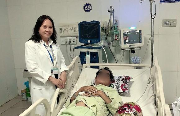 Cứu sống bệnh nhân suy hô hấp nguy kịch do nhiễm cúm H1N1 ảnh 1