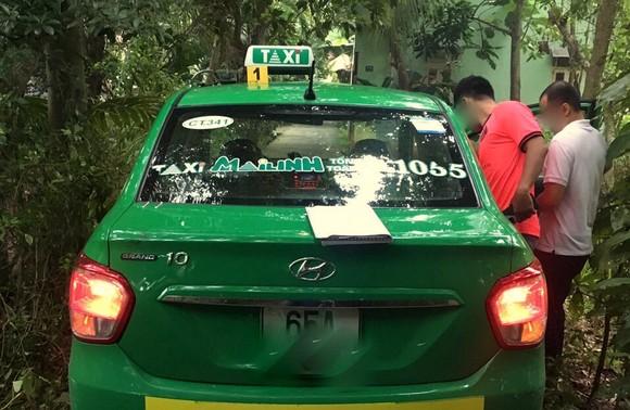 Bắt nóng đối tượng khống chế nữ tài xế taxi để cướp tài sản ảnh 1
