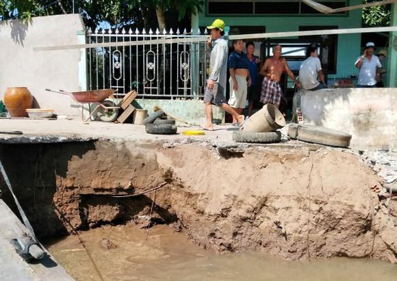 Sóc Trăng công bố tình huống khẩn cấp sạt lở các cồn trên Sông Hậu ảnh 2