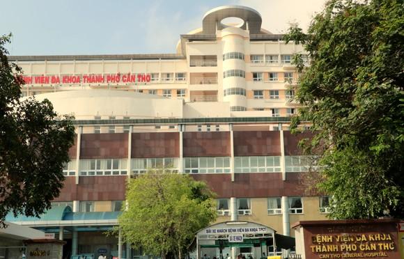 8 cán bộ, nhân viên y tế Bệnh viện Đa khoa TP Cần Thơ nghi mắc Covid-19 ảnh 1