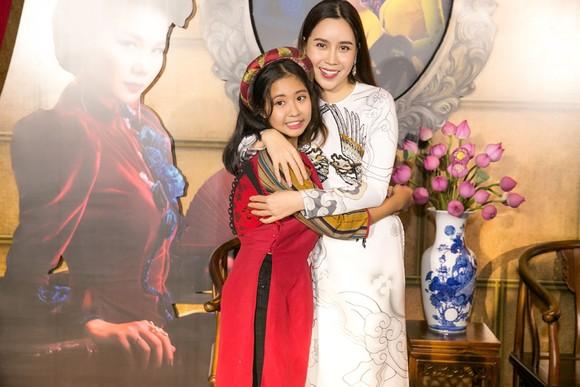 Sao Việt nô nức khoe váy áo ra mắt phim Mẹ chồng  ảnh 13