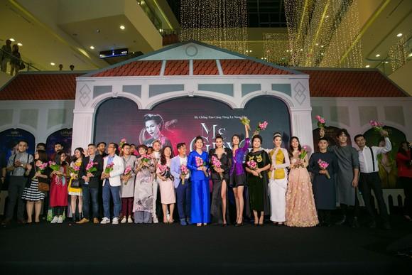 Sao Việt nô nức khoe váy áo ra mắt phim Mẹ chồng  ảnh 1