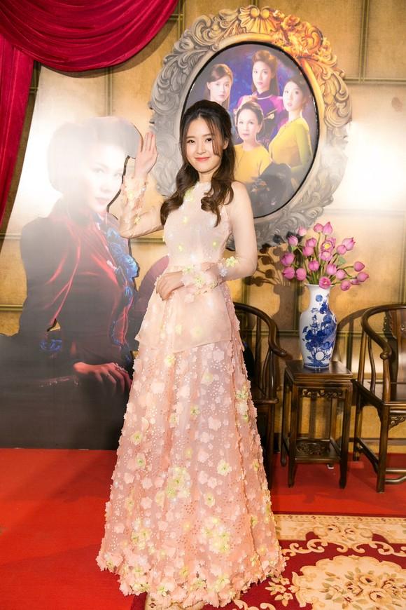 Sao Việt nô nức khoe váy áo ra mắt phim Mẹ chồng  ảnh 6