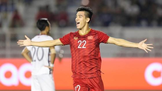 Cầu thủ Tiến Linh góp áo đấu ủng hộ gây quỹ chống dịch Covid-19 ảnh 1