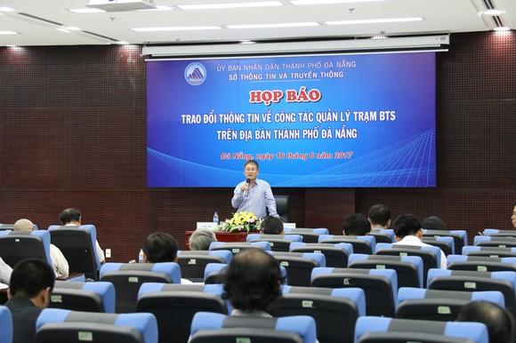 Ông Nguyễn Quang Thanh, Giám đốc Sở TTTT TP Đà Nẵng trả lời các câu hỏi của báo chí     Ảnh: NGUYÊN KHÔI