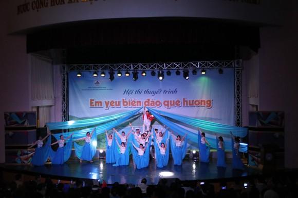 """Gần 150 học sinh tham gia Hội thi thuyết trình """"Em yêu biển đảo quê hương""""  ảnh 1"""