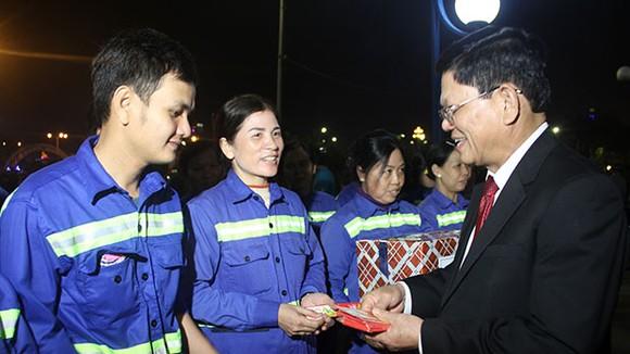 """Lãnh đạo TP Đà Nẵng đi thăm và chúc tết các đơn vị """"trực chiến"""" đêm giao thừa  ảnh 2"""
