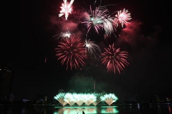 Bầu trời Đà Nẵng rực rỡ pháo hoa  ảnh 12
