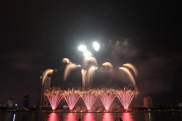 Bầu trời Đà Nẵng rực rỡ pháo hoa  ảnh 21
