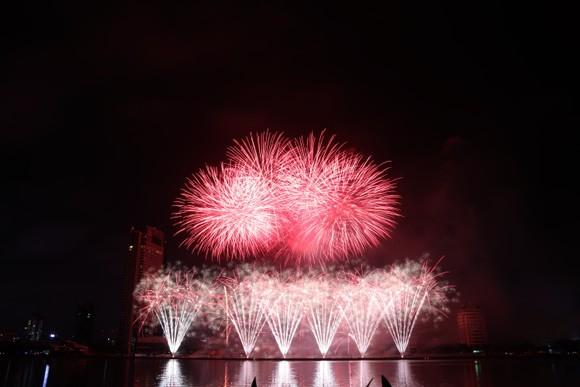 Bầu trời Đà Nẵng rực rỡ pháo hoa  ảnh 26