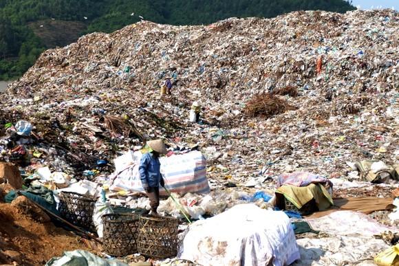 Người dân liên tục phản đối việc bãi rác Khánh Sơn gây ô nhiễm môi trường