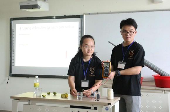 Lan tỏa niềm đam mê khoa học cho học sinh ảnh 4