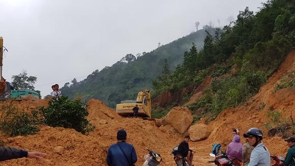 Quảng Trị: 2 xã miền núi mất điện nhiều ngày chưa thể khắc phục sau lũ ảnh 1