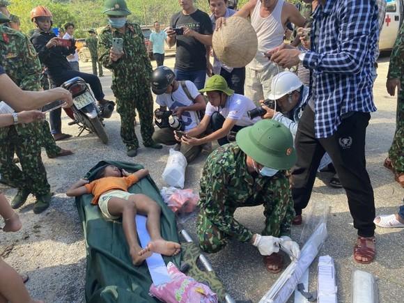 Thảm họa sạt lở vùi lấp người ở Trà Leng, Trà Vân: Tìm được 14 thi thể, 14 người chưa tìm được ảnh 17