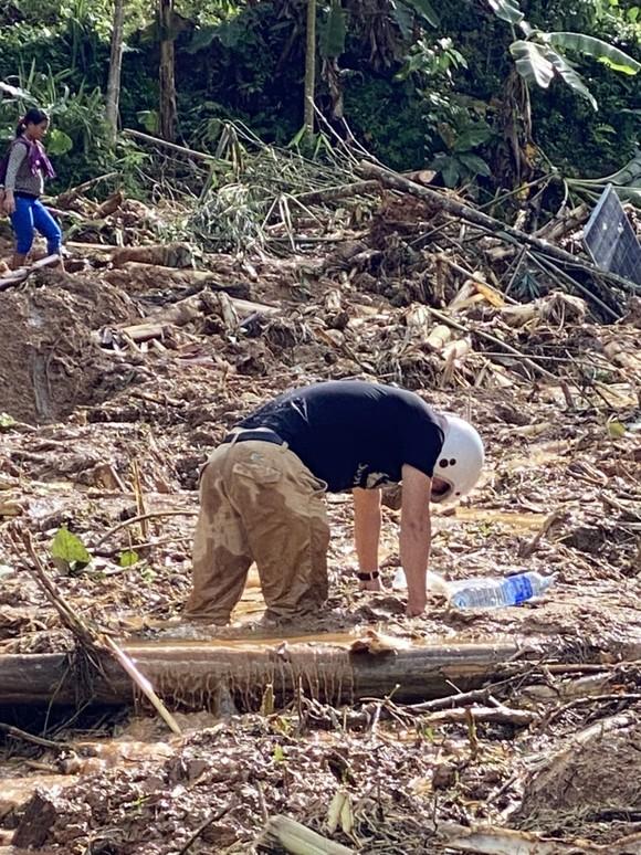 Thảm họa sạt lở vùi lấp người ở Trà Leng, Trà Vân: Tìm được 14 thi thể, 14 người chưa tìm được ảnh 36