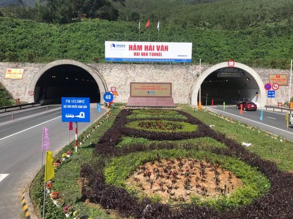 Việc trạm BOT Bắc Hải Vân tăng giá vé và thu gộp cho 2 dự án gây khó khăn cho người dân và doanh nghiệp trong bối cảnh dịch bệnh hoành hành