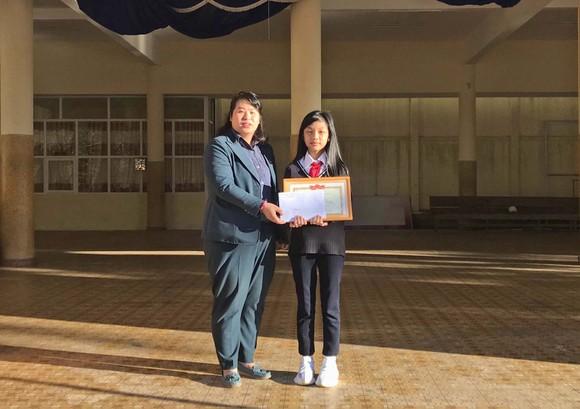 Đà Lạt: Khen thưởng học sinh lớp 7 nhặt được của rơi trả người đánh mất ảnh 1