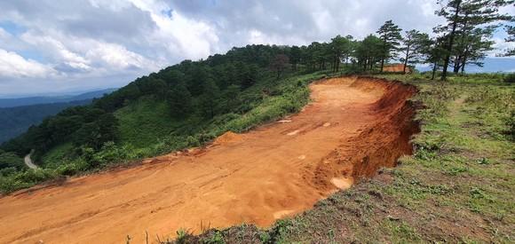 Đà Lạt: Vô tư 'xẻ núi' mở đường khai thác khoáng sản ảnh 3
