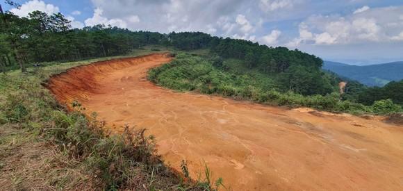 Đà Lạt: Vô tư 'xẻ núi' mở đường khai thác khoáng sản ảnh 4