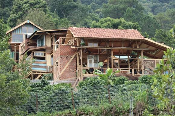 Hàng chục căn nhà xây dựng trái phép giữa đất rừng ở Lâm Đồng ảnh 2