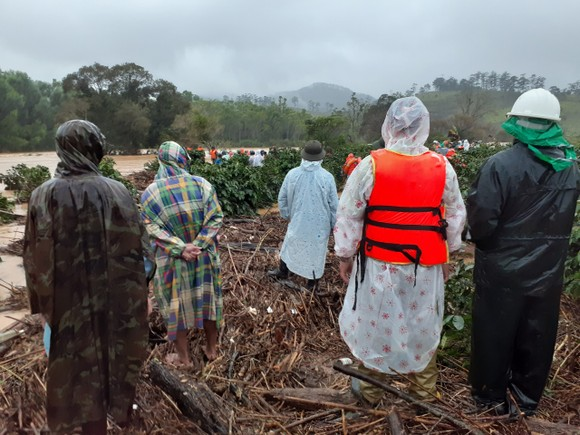 Hai du khách bị lũ cuốn mất tích khi khám phá Vườn quốc gia Bidoup - Núi Bà ảnh 2