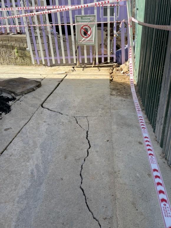 Di dời khẩn cấp nhiều hộ dân vì công trình xây khách sạn gây sụt lún ảnh 3
