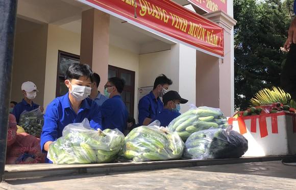Lâm Đồng gửi rau, củ, quả, nhu yếu phẩm tiếp sức TPHCM chống dịch ảnh 2
