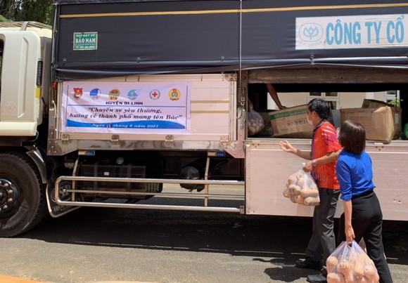 Lâm Đồng tiếp tục gửi nhiều 'chuyến xe yêu thương' tiếp sức TPHCM phòng chống dịch Covid-19 ảnh 1