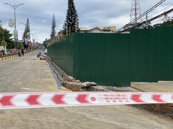 Yêu cầu gia cố khẩn cấp công trình liên quan vụ sạt lở nghiêm trọng tuyến đường cửa ngõ Đà Lạt ảnh 1