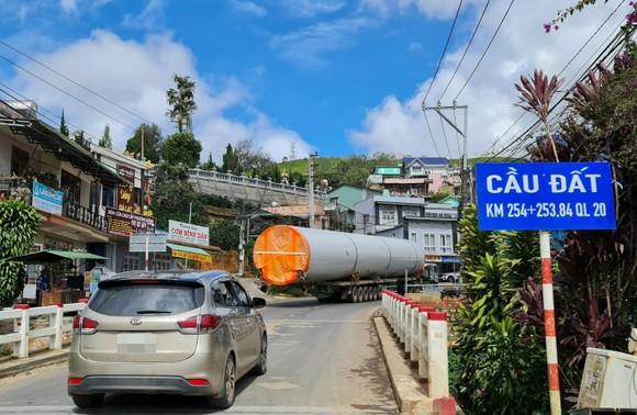 Dừng vận chuyển thiết bị nhà máy điện gió từ Khánh Hòa lên Lâm Đồng để phòng dịch ảnh 1