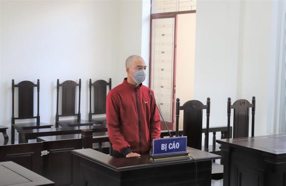Nam thanh niên lãnh án 6 tháng tù vì đánh bảo vệ bệnh viện ảnh 1