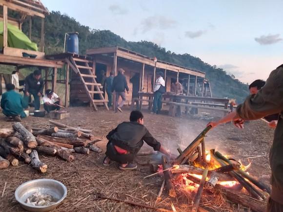 Đã tiếp cận được 36 du khách TPHCM mất liên lạc khi leo núi tại Khánh Hòa ảnh 2