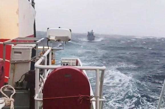 Cứu thành công 3 ngư dân Bình Định trôi dạt trên biển ảnh 1