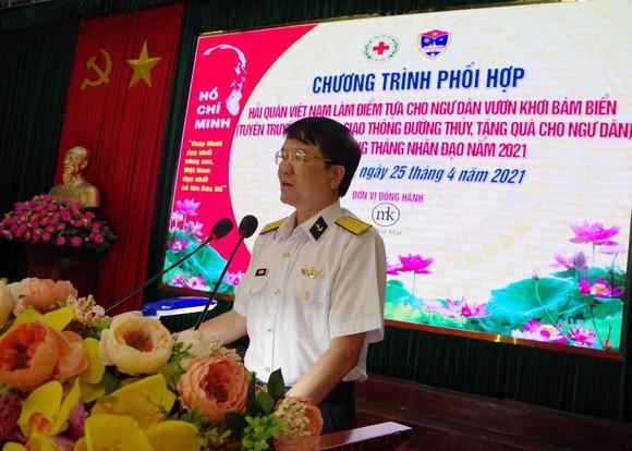 Tặng ngư dân Khánh Hòa 200 áo phao cứu sinh ảnh 2