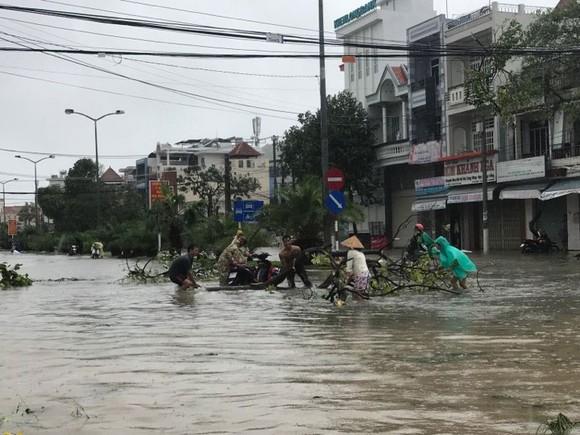 Huy động 132.000 bộ đội và dân quân chống mưa bão lũ ảnh 3