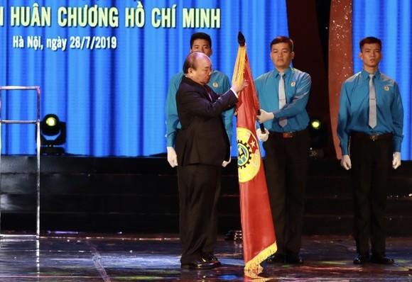 Thủ tướng trao Huân chương Hồ Chí Minh cho Công đoàn Việt Nam ảnh 3