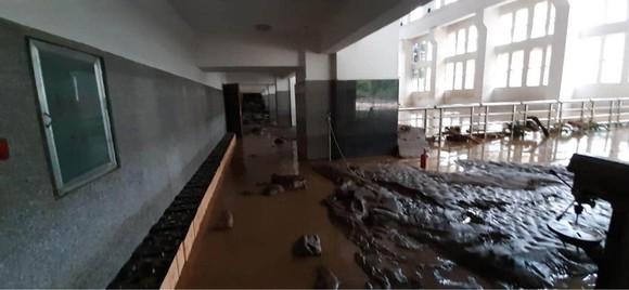 Cận cảnh nhà máy thủy điện bị đất đá vùi trong mưa lũ ảnh 8