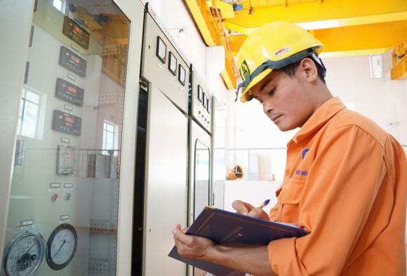 Điện cấp cho kinh doanh dịch vụ giảm, quản lý tiêu dùng tăng ảnh 1