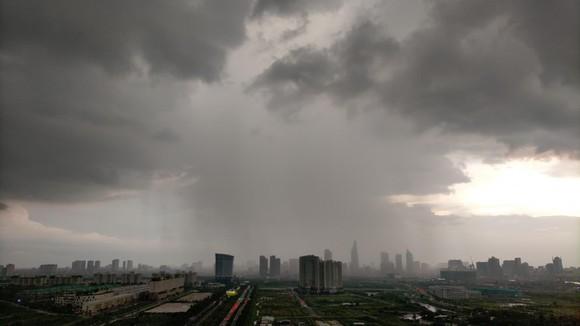 Xuất hiện áp thấp, đêm nay miền Nam mưa lớn ảnh 1