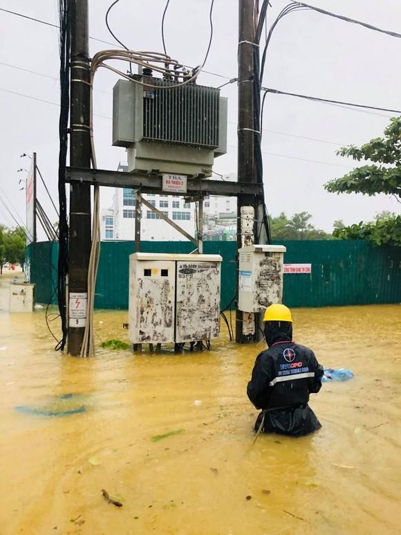 Thủy điện miền Trung tiếp tục xả lũ để đón cơn bão số 8 ảnh 2
