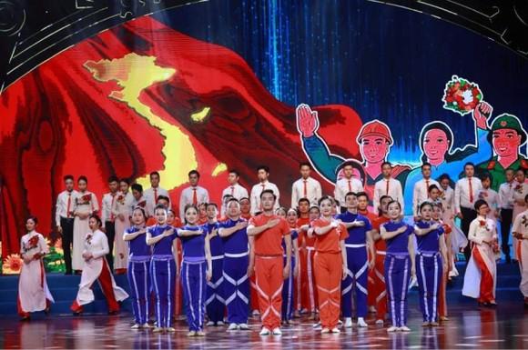 Chủ tịch nước Nguyễn Xuân Phúc: Tập trung giải quyết những vấn đề người lao động đang bức xúc ảnh 1