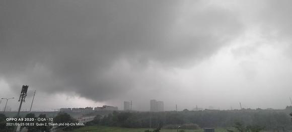 Sau cơn mưa kéo dài 6 tiếng đồng hồ hôm nay, 2 ngày tới, Nam bộ tiếp tục có mưa to  ảnh 1