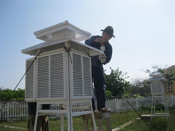 Hà Nội tiếp tục hứng chịu nắng nóng 40 độ C ảnh 1