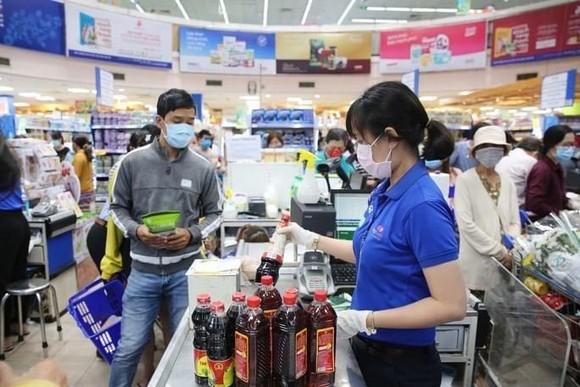 Bộ Công thương kêu gọi Bộ Y tế, Bộ GTVT gỡ khó cho hàng hoá vào TPHCM ảnh 1