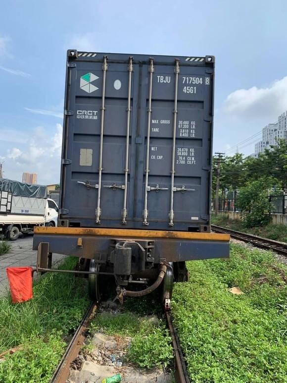 105 tấn rau củ trên chuyến tàu chạy xuyên đêm từ Hà Nội vào TPHCM tặng người dân ảnh 1