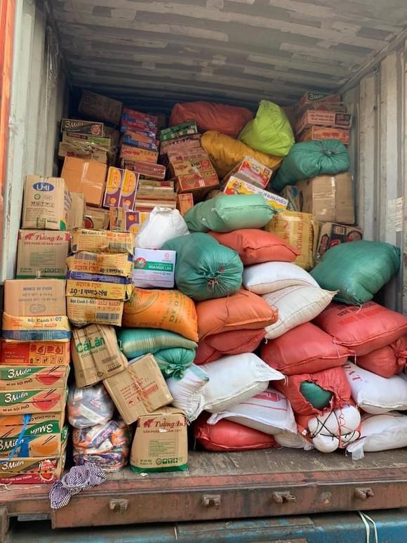 105 tấn rau củ trên chuyến tàu chạy xuyên đêm từ Hà Nội vào TPHCM tặng người dân ảnh 3